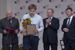 """Представитель ООО """"СанТехПрогресс"""" получает диплом конкурса в номинации «Лучший реализованный проект «зеленого строительства»"""